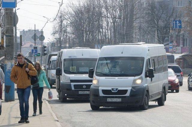 Постепенно весь коммерческий общественный транспорт в городе обещают убрать