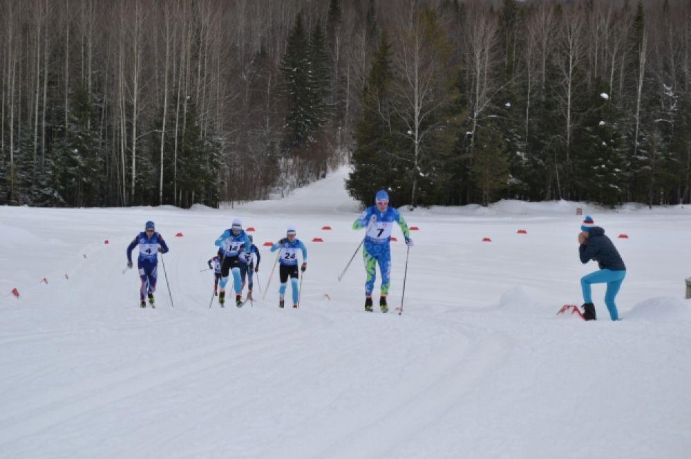 Кстати, поболеть за наших лыжников пришли зрители.