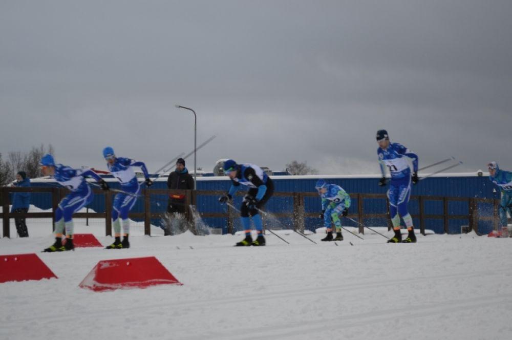 В субботу, 30 января, в программе соревнований – эстафета. На старт выйдут команды регионов по четыре человека. Женщины на своих этапах преодолеют дистанцию в 3 километра, мужчинам предстоит пробежать 5 километров.