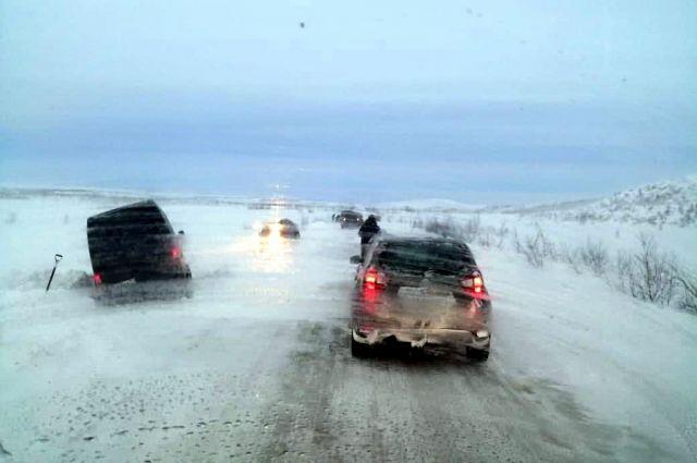 По мнению северян, чтобы исправить ситуацию, необходимы новая техника и снегозащитные ограждения.