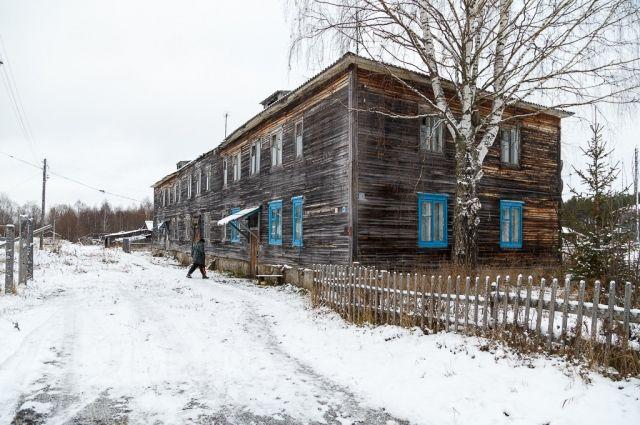 Дважды ведомство добивалось ускорение расселения многоквартирных домов 16 по улице 28 Невельской дивизии и 61 по Октябрьскому проспекту.