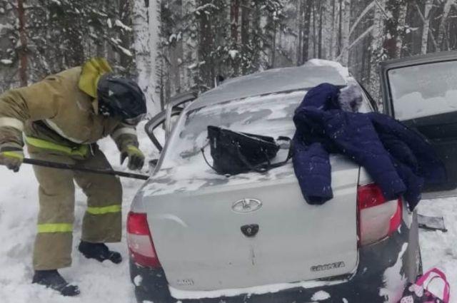 Водитель отечественной легковушки и трое пассажирок погибли в Абанском районе.