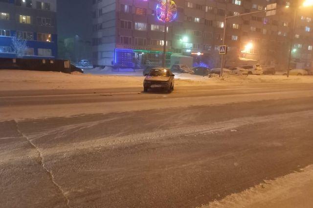 В Новом Уренгое под колеса легкового автомобиля попал пешеход