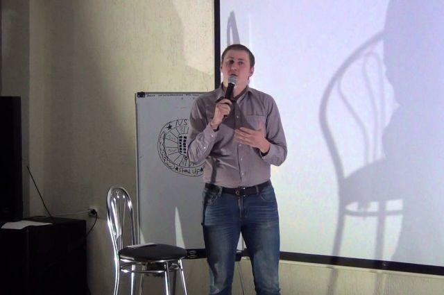 В формате стендап новосибирский комик Вадим начал выступать в 2016 году