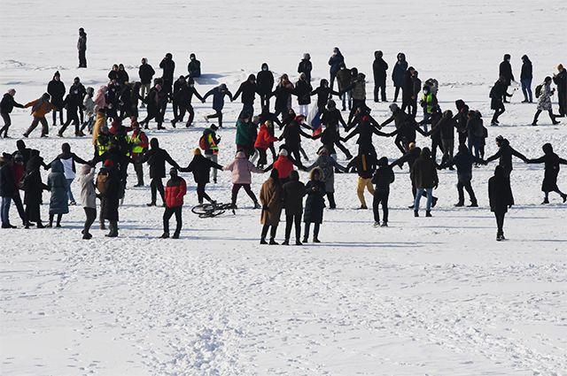 Участники несанкционированной акции протеста во Владивостоке.