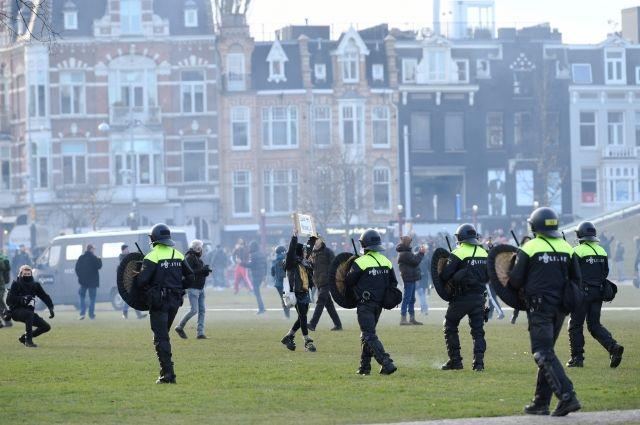 Полиция задержала свыше 30 участников акции протеста в Амстердаме