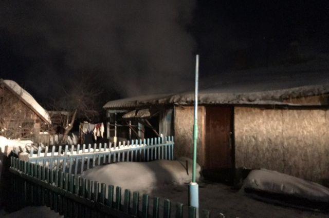 Квартира загорелась ночью.