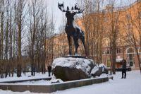 Самой популярной локацией в Мончегорске признан памятник лосю. Здесь стремятся побывать все гости города.