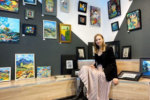 Экспозиция «Обо мне» Анастасии Голиковой состоит из 30 картин, которые выполнены в различных техниках.