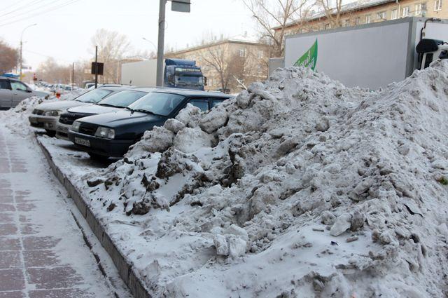Госавтоинспекция Оренбурга выявила очередной факт выгрузки снега в неустановленном месте.
