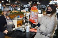 Наярмарке вНовых Черёмушках можно нетолько купить продукцию чувашского фермерского хозяйства, ноинаучиться еёготовить— продавец приложит кпокупке распечатанный рецепт.
