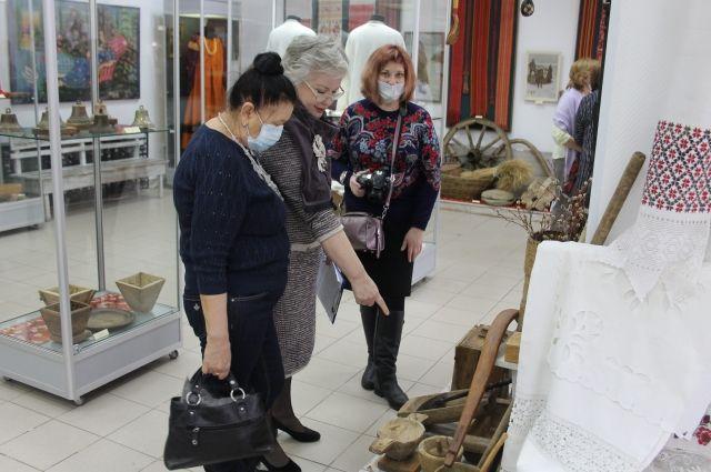 Выставка «Предметы быта в укладе крестьянской жизни» работает в галерее «Оренбургский пуховый платок» в Областном музее изобразительных искусств.