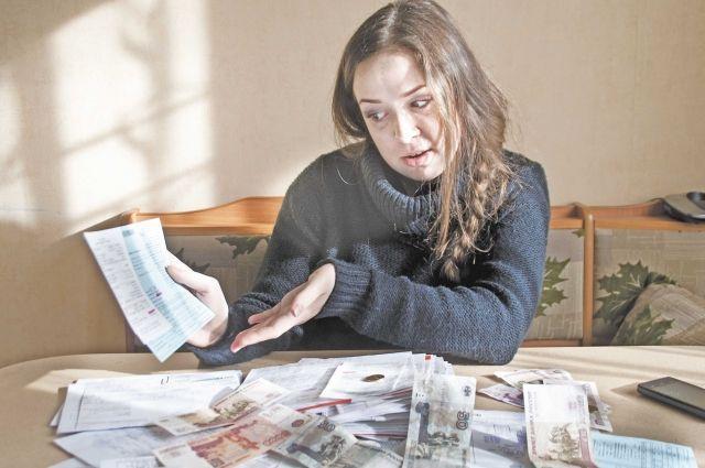 В Мурманске каждому жителю приходит шесть-семь квитанций.