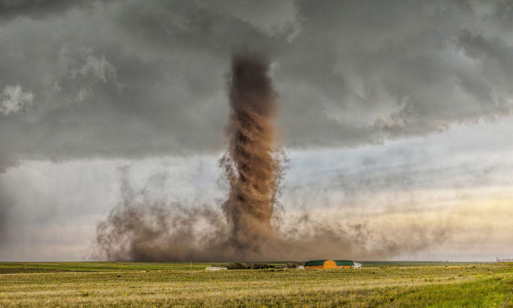 Победитель в категории «Пейзаж». Торнадо в Симле, Колорадо, США.