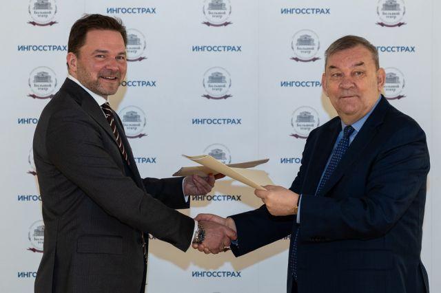 Генеральный директор компании «Ингосстрах» Андрей Ларкин и генеральный директор Большого театра Владимир Урин.