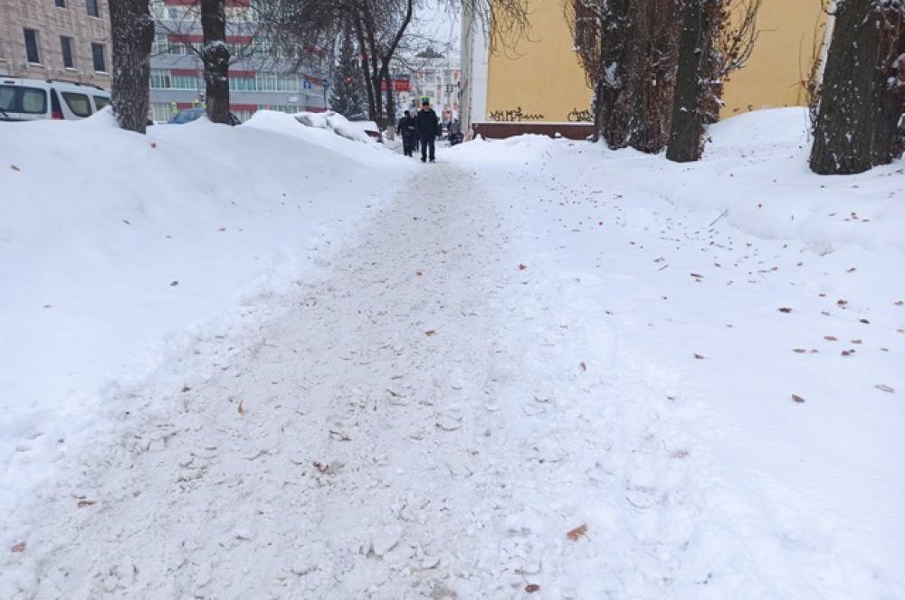 Около суда Кировского района Уфы, улица Свердлова