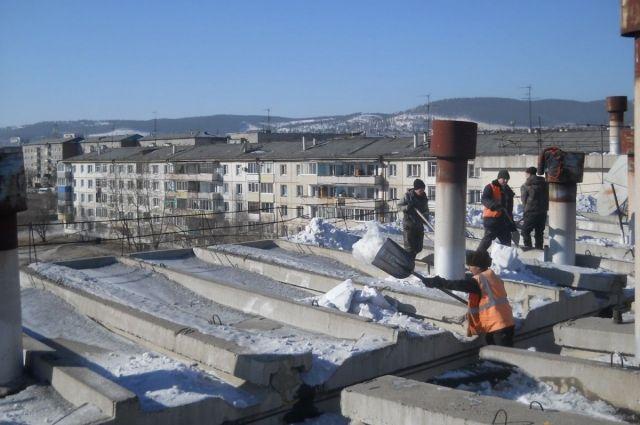 Этой зимой за наледи на кровлях пять управляющие компании оштрафованы на 225 тысяч рублей