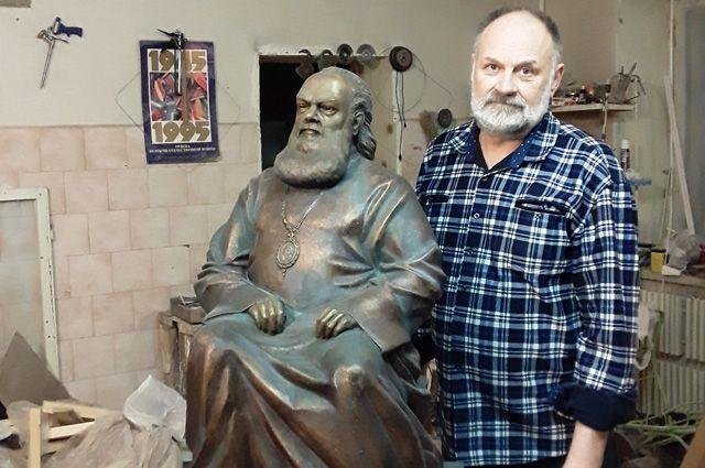 Карпов продолжает работу надо образом святителя Луки – выдающего врача-хирурга.