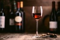 Ученые установили, что вино помогает организму бороться с коронавирусом