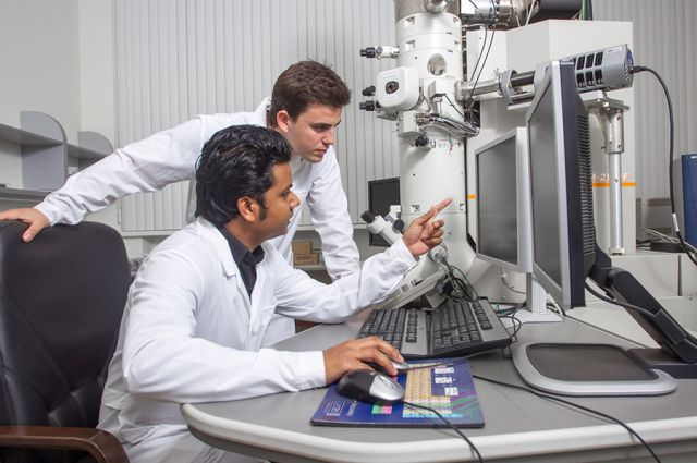 Современную науку создают коллективы учёных, часто из разных стран.