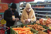 Семья Мусаевых в Гае с начала пандемии доставляет пожилым людям продукты и лекарства.