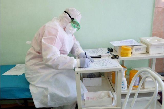 В отделениях реанимации лежат 113 пациентов с коронавирусом.