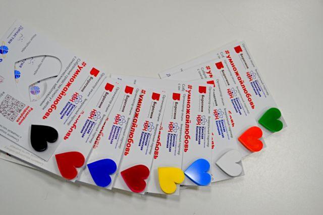 Весь февраль пермяки могут помогать детям, которые проходят лечение в Пермском онкоцентре, получая за это специальный значок – сердечко.