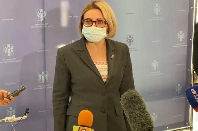 Замминистра Елена Аксёнова пообещала, что прививки от коронавируса в Новосибирске поставят всем желающим.