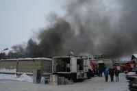 Быстрому распространению огня способствовали горючие материалы.
