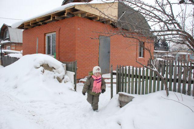 Снежная зима – подарок дачнику.