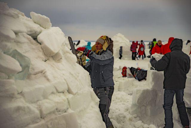 Новосибирцы построят хижины из снега.