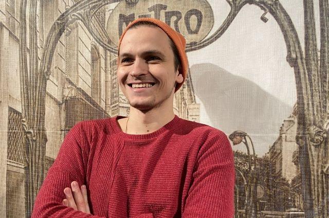 Лекцию ведет Лев Шушаричев – куратор галереи Синара Арт, искусствовед, арт-критик, лектор, хореограф.