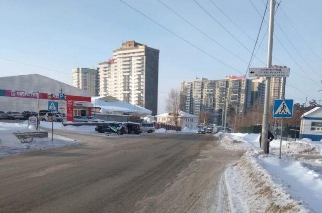 Водитель темной иномарки сбил 11-летнего ребенка в Заельцовском районе Новосибирска.