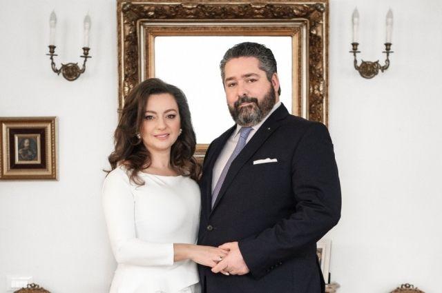 Сейчас пара ищет в городе подходящее место для проведения свадьбы, которая намечена на осень 2021 года.