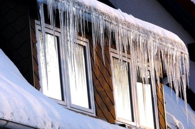 От крыш и балконов советуют держаться подальше.
