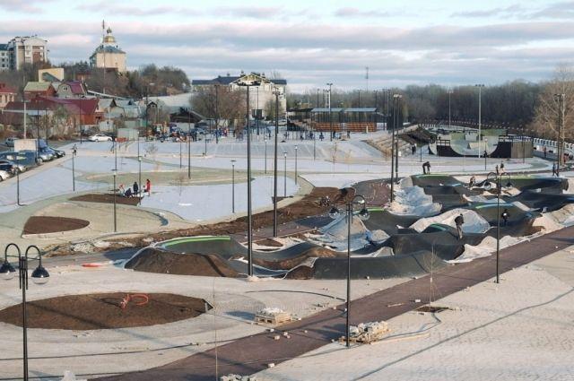 Повреждения на набережной Урала в Оренбурге подрядчик устранит за свой счет весной 2021 года.