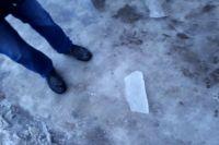В Ишиме УК убрала ледяную глыбу с козырька дома только после жалобы