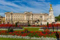 Букингемский дворец в самый разгар цветения.