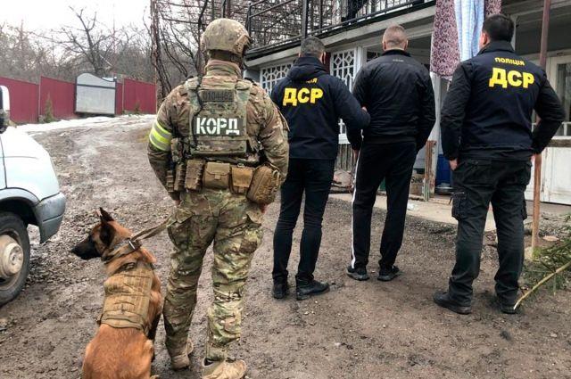 В Черновицкой области задержали членов банды за продажу оружия и наркотиков