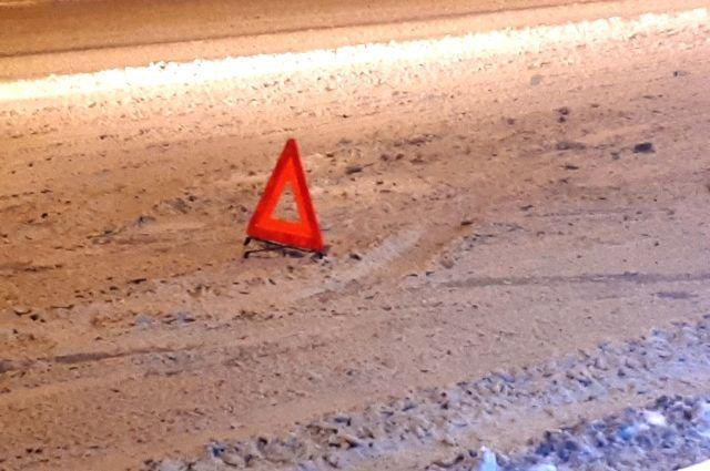 В ДТП на зимней ямальской трассе пострадал водитель грузовика