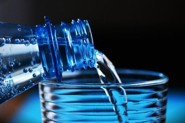 Холодную воду нужно кипятить или покупать бутилированную.
