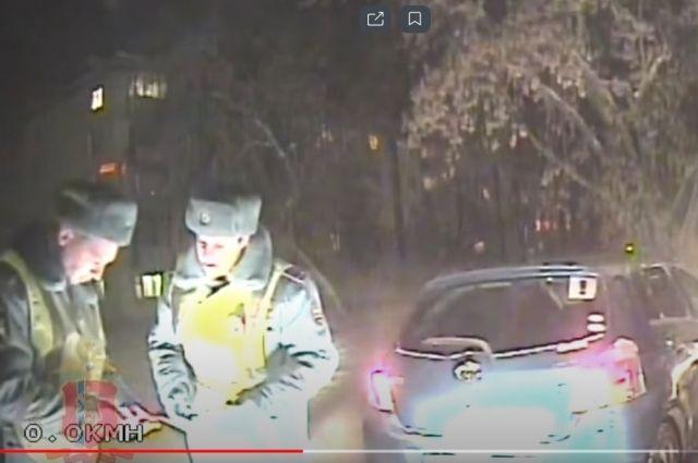 Во время ночного патрулирования полицейские обнаружили подтопленные автомобили.