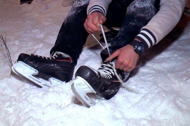 Катание в плюсовые температуры очень опасно и портит качество льда.