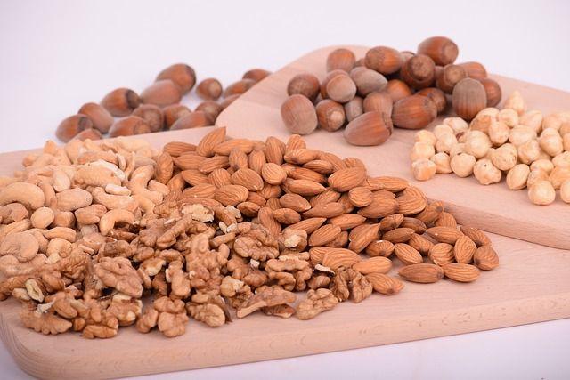 Без документов везли орехи, сухофрукты, мясо и рыбу.