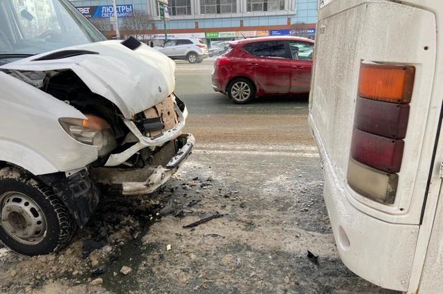 В Уфе столкнулись два маршрутных автобуса, есть пострадавшие