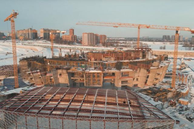 Фотограф и видеограф Станислав Ражев запечатлел строительство нового Ледового дворца спорта в Новосибирске с высоты птичьего полета.