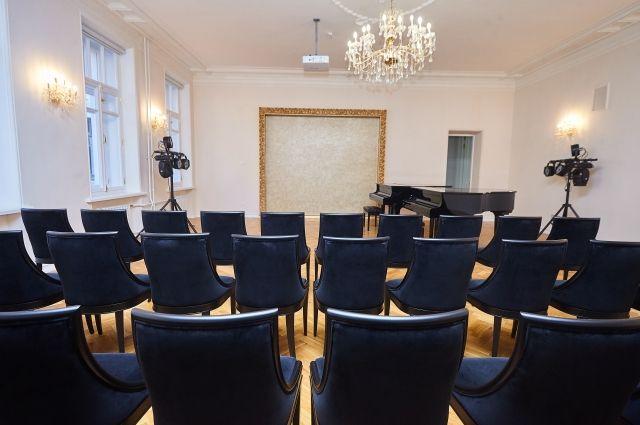 История с «золотыми» стульями для псковской музыкальной школы стала, пожалуй, самым громким делом УФАС в 2020 году.