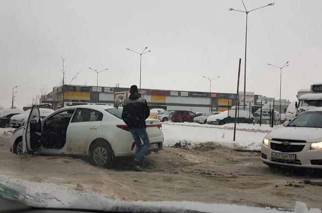 Утром восьмого февраля многие автомобилисты не смогли вовремя попасть в пункты назначения.