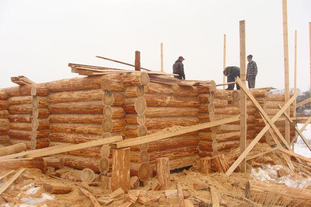 На селе остаются трудолюбивые люди, с малолетства привычные к крестьянскому труду.