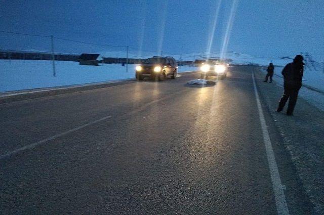 Водитель джипа в Башкирии насмерть переехал мужчину, лежавшего на дороге